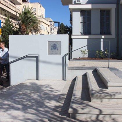 כניסה חדשה כולל שלט, תכנון נוף של חלי אלול צלניקר